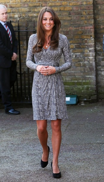 http://www1.pictures.stylebistro.com/pc/Duchess+Cambridge+aka+Kate+Middleton+displays+b3QgBKU8Wl9l.jpg