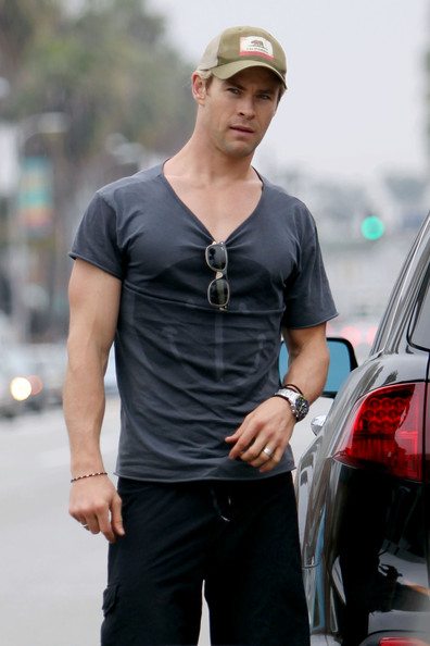 Chris Hemsworth chose a gray tee with a smiley face for his casual look for a coffee run.
