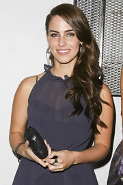 Jessica Lowndes was right on trend at the Smashbox 2nd Annual Art Mere/Art Pere event. The deep side part and shiny waves worn swept over one shoulder created an elegant evening look.