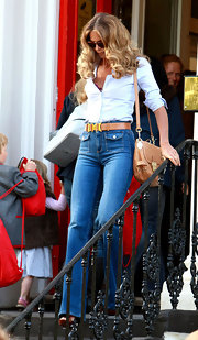 Elle MacPherson channeled the '70s with a tan leather Tillie flap bag.