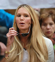 Elle MacPherson made an appearance on the 'Today' show with her nails polished dark forest green.