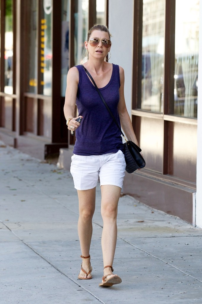 Ellen Pompeo Flat Sandals Flat Sandals Lookbook