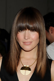 Rose Bryne styled her hair in a sleek straight cut with matching blunt cut bangs.