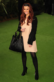 Imogen carries a large black leather bag with a gold chain strap for the premiere of 'Gnomeo and Juliet.'