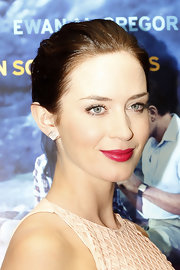 Emily Blunt wore a pair of 14-carat rose gold with diamond earrings at the Palm Springs International Film Festival.