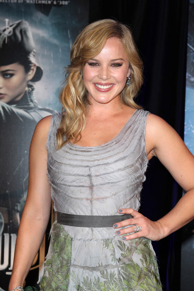 Abbie Cornish was been making quite the statement on the red carpet as of late. The actress paired her tropical print dress with neutral gray polish.