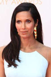Padma's long hair draped down her shoulders and was parted on the side.