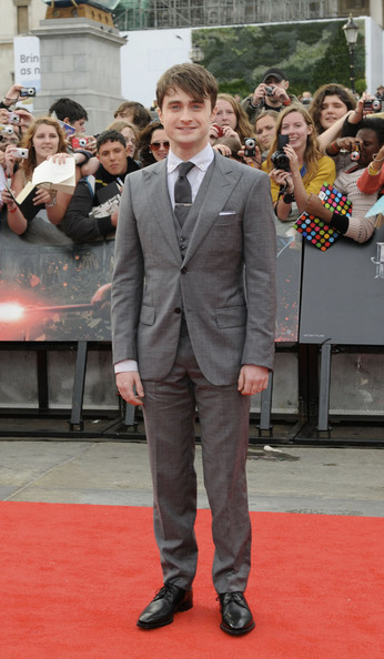 Daniel looked dapper at the 'Harry Potter' premiere in a charcoal gray 3 piece suit.