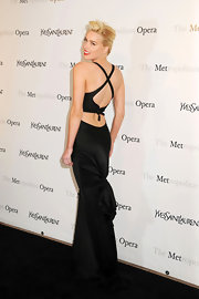 Amber Heard heated up the Metropolitan Opera in this Marilyn Monroe-worthy gown.