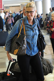 Erin Andrews traveled in style with a classic denim button as her go-to.