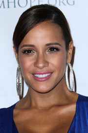 Dania Ramirez wore her hair in a neat and lovely braided 'do with side-swept bangs when she attended the Padres Contra El Cancer event.