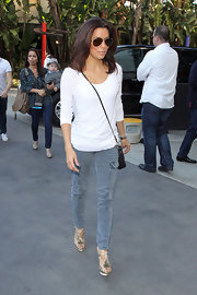 Eva Longoria maximized her petite frame in a pair of lengthening skinny cargo pants and platforms.