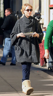 Evan Rachel Wood enveloped herself in a gray swing coat with cropped sleeves.