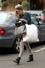 Fearne Cotton made up for a puzzling turban with a sleek gray patent tote.