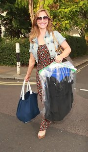 Heidi Range carried her necessities in a large open tote bag as she arrived at the Riverside Studios.