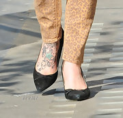 Fearne Cotton put her bold star and foliage tattoo on display while walking around London.