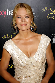 Jeri Ryan attended the Gracie Awards Gala wearing a pair of interchangeable aqua briolette earrings in 18-carat gold.