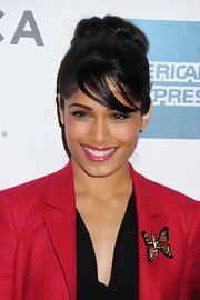 Freida Pinto added vibrant pink to her red hot look with a glossy bubblegum lipstick.