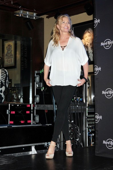 More Pics of Shannon Tweed Half Up Half Down (1 of 7) - Shannon Tweed Lookbook - StyleBistro