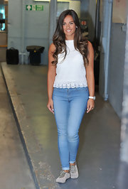 Georgia kept her look classic and casual with a light-wash denim jean.