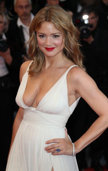 Virginie Efira attended a screening of 'Therese Desqueyroux' wearing her hair minimally styled for a sexy effortless look.