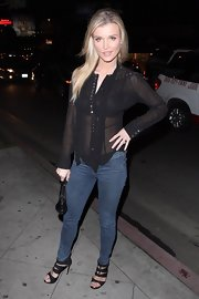 Skin-tight skinny jeans showed off Joanna Krupa's model-like proportions.
