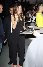 Kate Beckinsale added sparkle to her sleek all black outfit with a shimmering diamond Amrapali bangle.