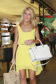Gretchen Rossi chose a pleated fishtail dress in a summery, canary yellow for her look while out shopping.