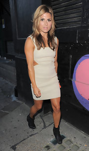 Zoe Hardman bared some skin with this beige, side-cutout dress.