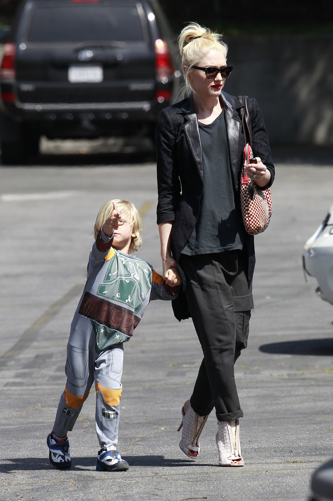 Gwen Stefani Picks Up Zuma From School