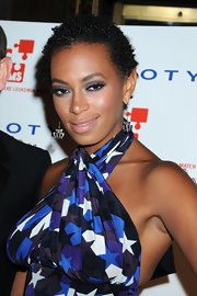 Solange paired her halter top with purple metallic shadow. She lined her lids with a thin layer of liner.