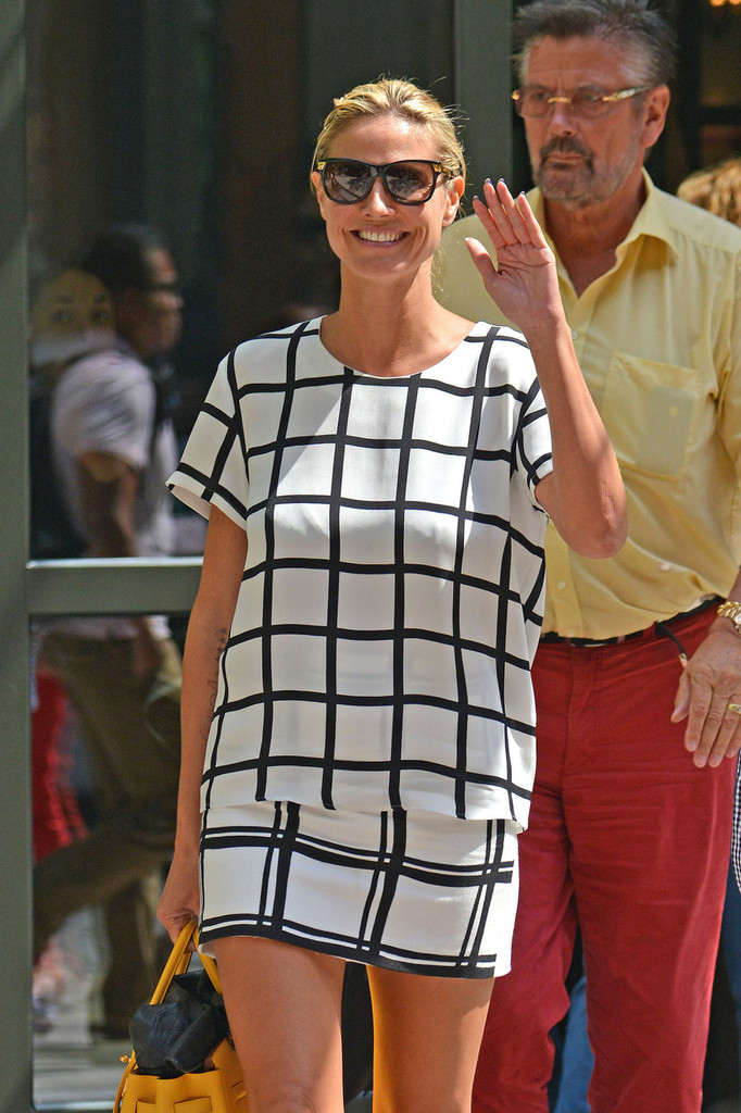 Heidi Klum Leaves Her NYC Hotel