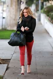 Finally back in the swing of style after having baby Luca, Hilary dressed up for daytime in a cuffed pair of bright red skinnies.