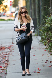 The style maven accessorized her ultra chic and casual ensemble with classic black flats.