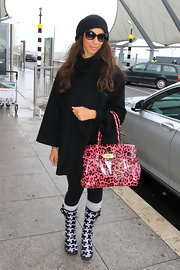 Leona Lewis looked adorable in a pair of black hounds tooth rain boots.
