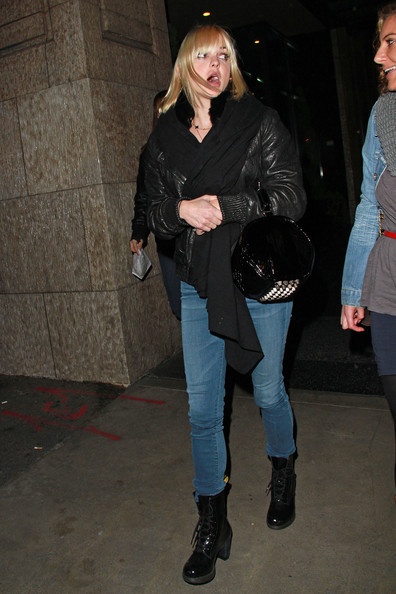 Anna Faris kept her casual look on trend in a pair of black patent lace up boots. She donned the mid-calf boots over pale indigo skinnies.