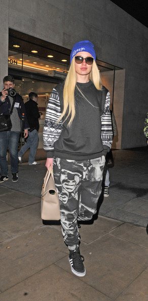 More Pics of Iggy Azalea Sweatshirt (1 of 8) - Iggy Azalea Lookbook - StyleBistro