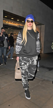Iggy Azalea sported a cool black sweatshirt with Southwestern print sleeves while out in London.