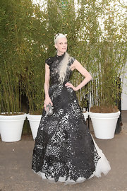 Kristen McMenamy showed off her unique style with this black lace gown that featured a full white tulle skirt.