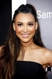 Naya rocked a half up, half down 'do for a fun and flirty look that was also slightly edgy!