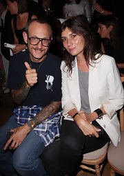 Emmanuelle Alt kept it basic with a white blazer layered over a gray shirt.