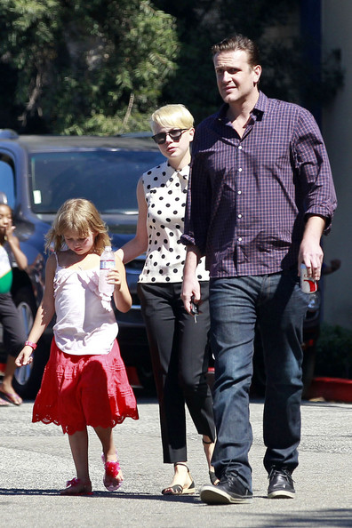 More Pics of Michelle Williams Flat Sandals (2 of 14) - Michelle Williams Lookbook - StyleBistro