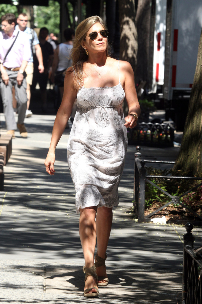 Jennifer aniston day dress jennifer aniston looks Jennifer aniston fashion style pictures