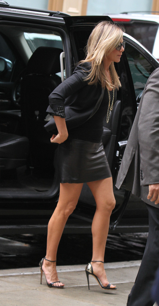 Jennifer Aniston Mini Skirt Jennifer Aniston Looks