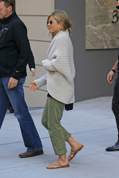 More Pics of Jennifer Aniston Cardigan (1 of 12) - Jennifer Aniston Lookbook - StyleBistro