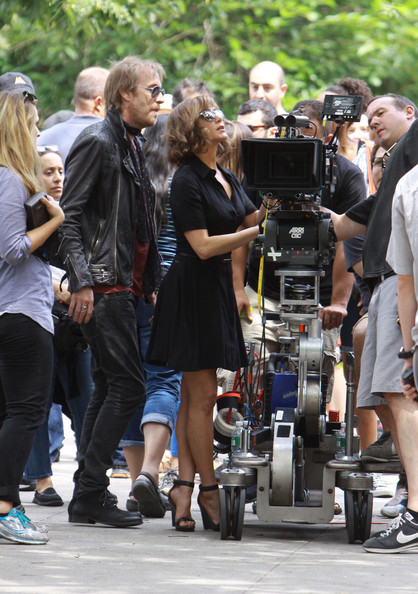 More Pics of Jennifer Aniston Shirtdress (1 of 17) - Dresses & Skirts Lookbook - StyleBistro