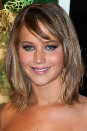 A fleshy pink lip color added some natural-looking color to Jennifer Lawrence's beauty look.