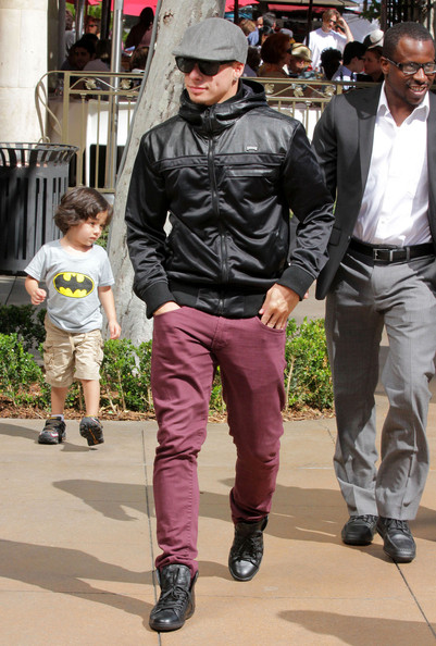 Casper Smart's purple jeans added a stylish flair to an everyday staple.