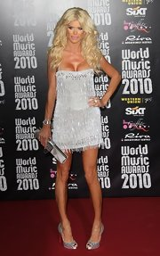 The former Playmate looked predictable on the red carpet with teased blonde curls and a major cleavage-baring mini dress with a pair of metallic silver pumps.