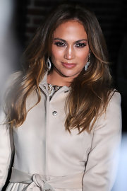 Jennifer Lopez appeared on the 'Late Show With David Letterman' wearing her shiny locks in long layers.